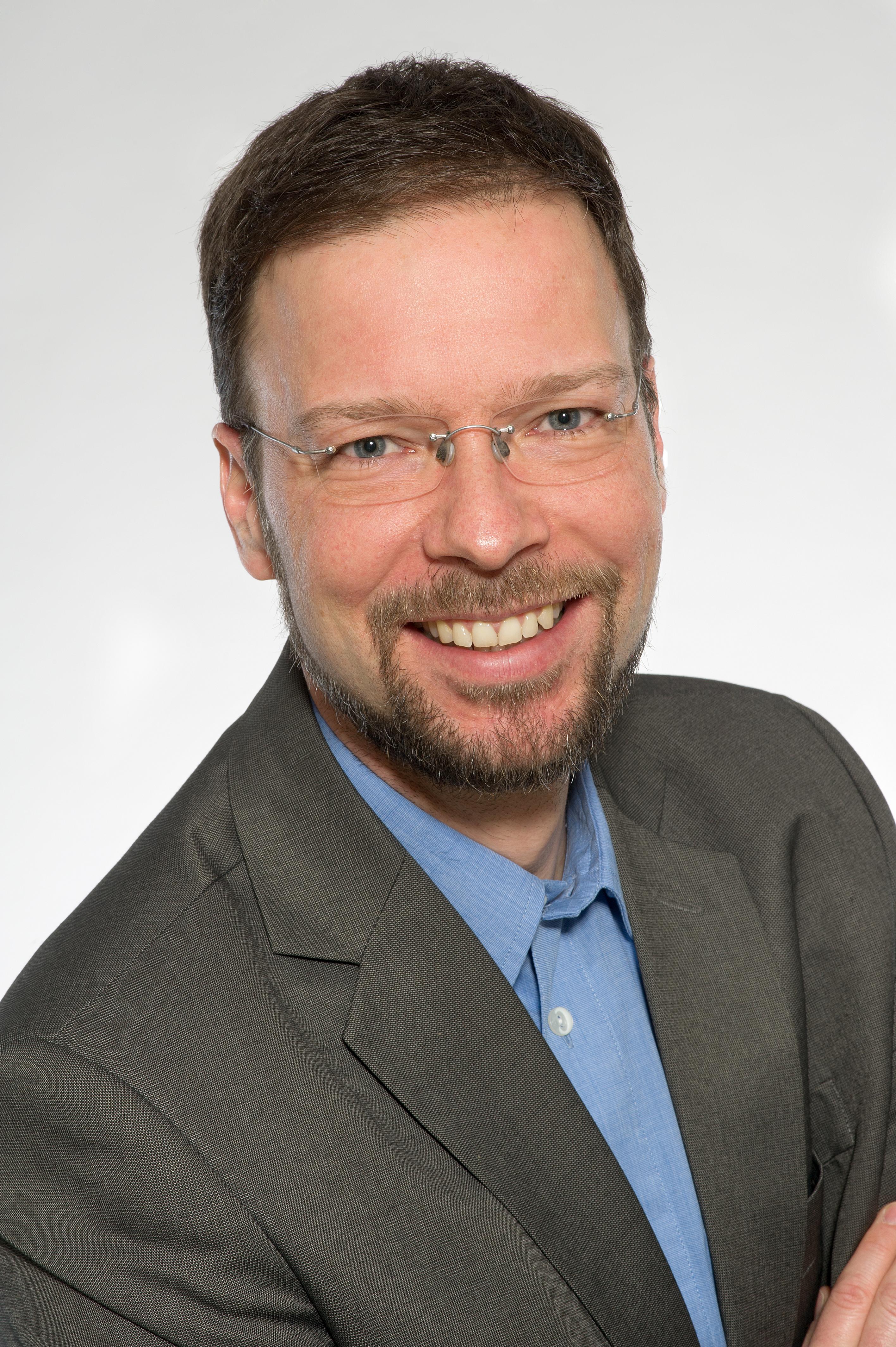 Thomas Nitsche wuchs im thüringischen Zeulenroda auf, ist verheiratet und hat zwei Kinder. Der promovierte Politikwissenschaftler ist Mitglied der FDP und seit 2018 Oberbürgermeister der Stadt Jena.