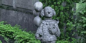 Dass auf Kölner Friedhöfen ein Bedarf nach karnevalitischen Bestattungen besteht, sieht man heute schon auf dem Melaten-Friedhof.