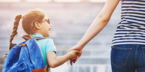 Elterntaxis sind vielen ein Dorn im Auge - Verbote werden aber nicht helfen, sagen Forscher