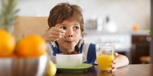 Sollten Kommunen ein Notfrühstück für Grundschulkinder bereitstellen?
