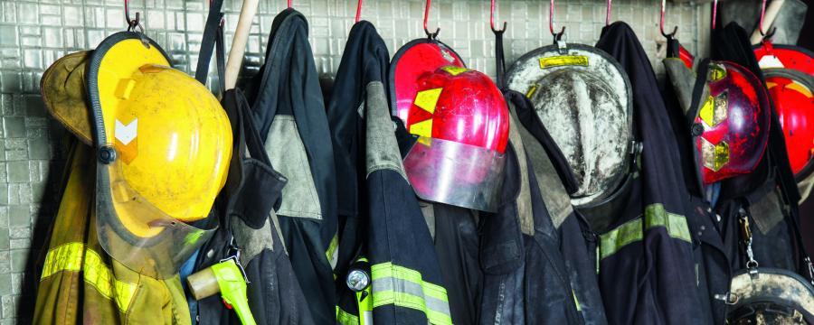 Gerät und Schutzkleidung der Feuerwehr sind häufig längst austauschbedürftig.