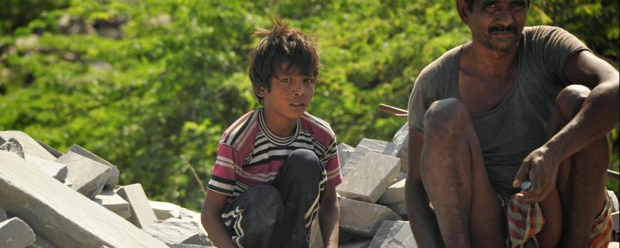 Kommunen versuchen zu verhindern, dass Grabsteine aus Kinderarbeit auf Friedhöfen stehen