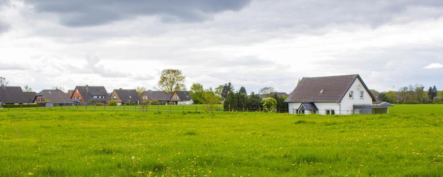 Gebietsreformen schließen kleine Dörfer zu Städten zusammen.