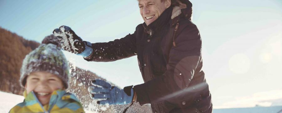Schneeballschlachten - nicht in allen Kommunen ist sie erlaubt