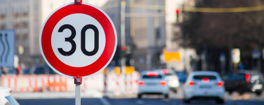 Die Straßenausbaubeiträge sind noch nicht offiziell abgeschafft, doch die Kommunen schicken schon jetzt keine Bescheide mehr.
