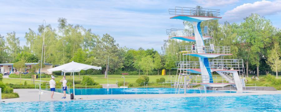 In Schwimmbädern fehlen Bademeister