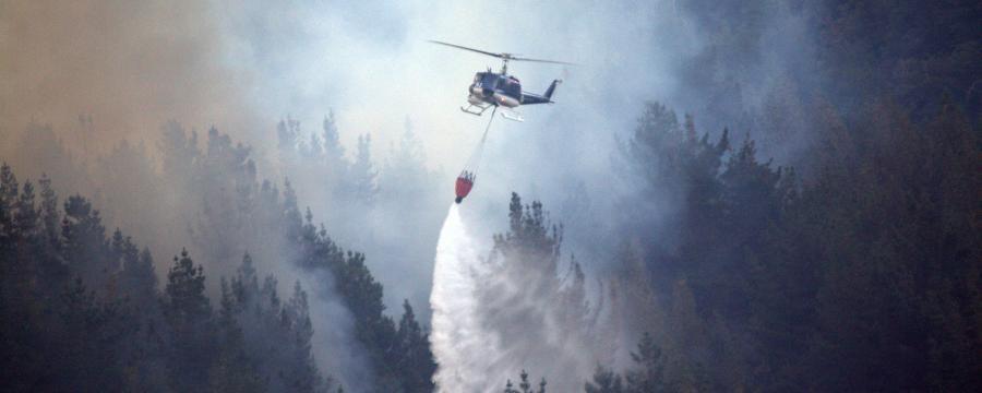 Waldbrandbekämpfung mit Hubschrauber