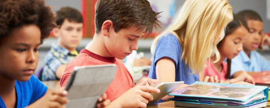 Digitalpakt Schule soll für Tablets in allen Klassen sorgen.