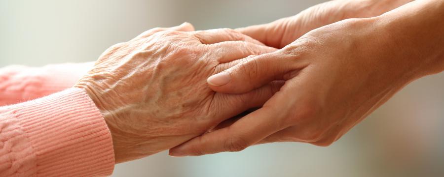 Pflegende Angehörige sollten Kosten tragen, sagt Gerd Landsberg.