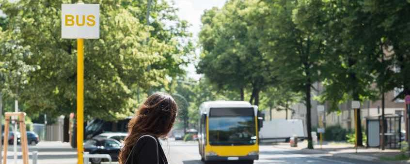 Anwohnerbeiträge sind beim Straßenausbau in vielen Bundesländern üblich - Wirtschaftsexperten schlagen nun ähnliche Anwohnerbeiträge für Buslinien vor. KOMMUNAL-Chefredakteur Christian Erhardt, ein Befürworter von Straßenausbaubeiträgen, hält dagegen.