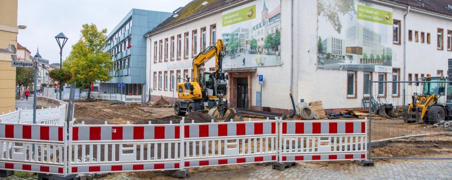 Durch den Personalmangel werden Bauvorhaben ausgebremst.