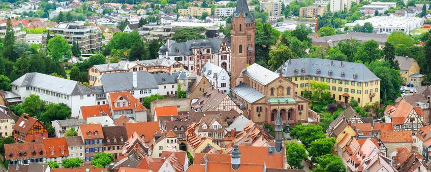 Das Preis-Leistungs-Verhältnis von Immobilien ist in Deutschland sehr unterschiedlich - in Mannheim etwa liegt der Abstand der Eigenkapitalrendite zur empfohlenen Mindestrendite bei 1,36 % . Deutlich besser ist er in Fürth und Bamberg mit 2,1 Prozent - Schlusslicht ist Düsseldorf mit nur 0,3 %