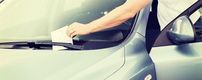 Parksünder müssen ihr Knöllchen von einem Mitarbeiter der Stadt oder der Polizei bekommen, Zeuge darf kein privater Dienstleister sein, so ein Urteil mit Folgen