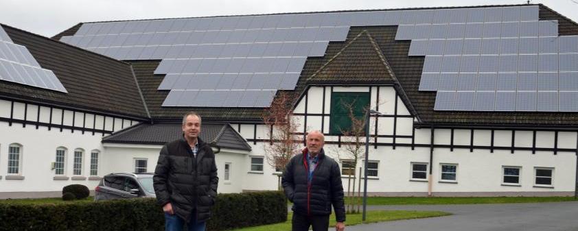 Im Bioenergiedorf ist auch auf dem Schweinestall eine Photovoltaikanlage angebracht.