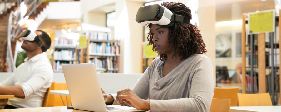 Auch Bibliotheken im ländlichen Raum sollen die Möglichkeit haben VR-Brillen, 3D-Drucker und Maker Spaces anzubieten. Dafür soll nun das Soforthilfeprogramm des Bundes sorgen.