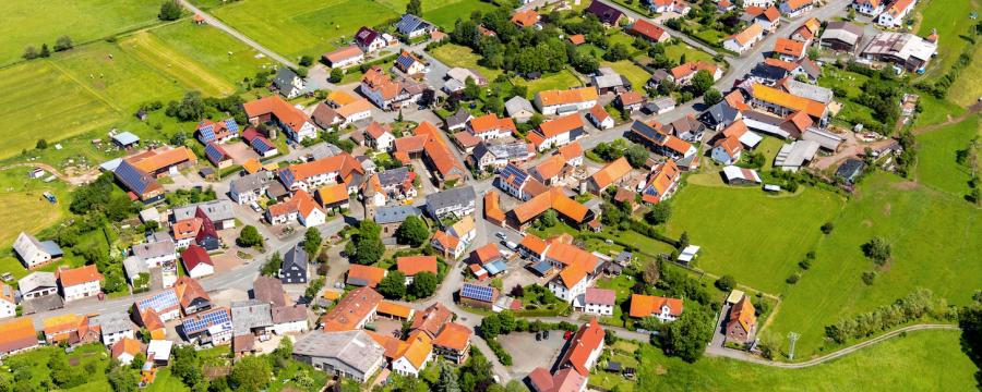 drei ertrunkene Kinder in Neukirchen haben seit Jahren juristische Nachspiele - hier eine Luftaufnahme des Stadtteils
