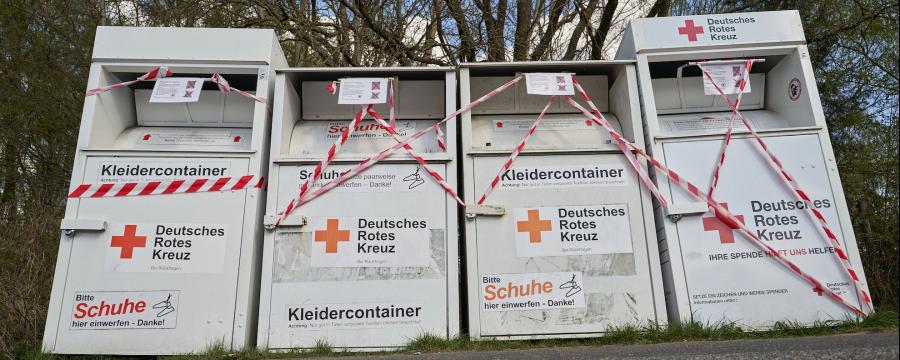 Immer mehr Kommunen sperren ihre Container für die Altkleidersammlung ab - wie hier in Hoer-Grenzhausen in Rheinland-Pfalz