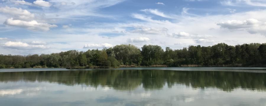 Das ist ein idyllisch gelegener See
