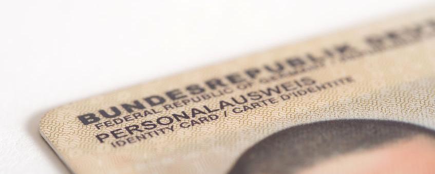 Streit um den neuen Personalausweis - was auf Bürger und Kommunen zukommt