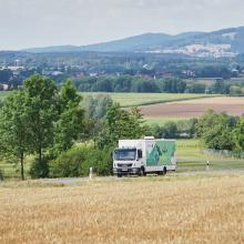 Der mobile Dorfladen auf dem Weg durch den Steinwald