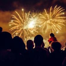 Böller Verbote wird es in diesem Jahr in mehr als 40 Kommunen geben - dem Markt für Feuerwerk tut das insgesamt aber keinen Abbruch
