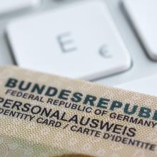 Der Personalausweis soll künftig auf dem Handy verfügbar sein - digital und rechtssicher