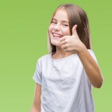 Daumen hoch: Kommunen sind Kinderrechte wichtig