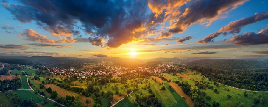 Dörfer im Sonnenuntergang