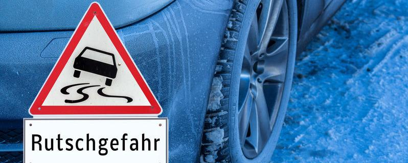 Verkehrsschilder, Tempolimits - welches Recht gilt bei Schneechaos? Ein Überblick!