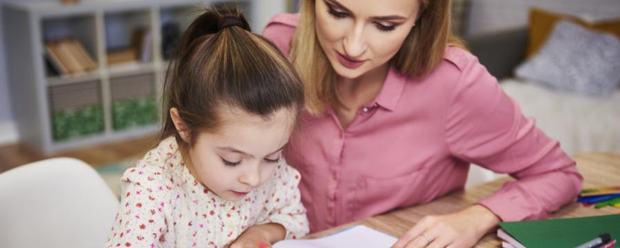 Homeschooling Mutter und Tochter