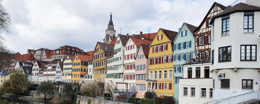 Tübingen - die Geschäfte in der Altstadt sind geöffnet.