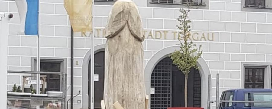 Spargel auf dem Marktplatz von Torgau - oder oder ein Phalussymobol?