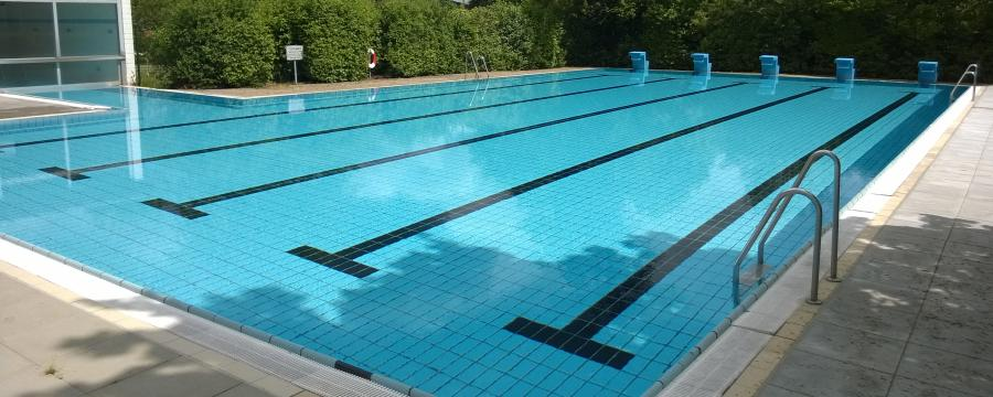 Schwimmbad der Gemeinde Wartenberg in Hessen.