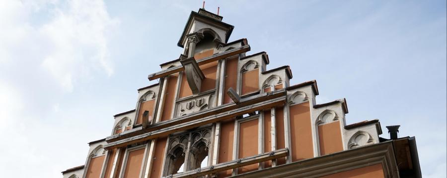 Das  bei einem Brand beschädigte Straubinger Rathaus soll wiederaufgebautt werden.