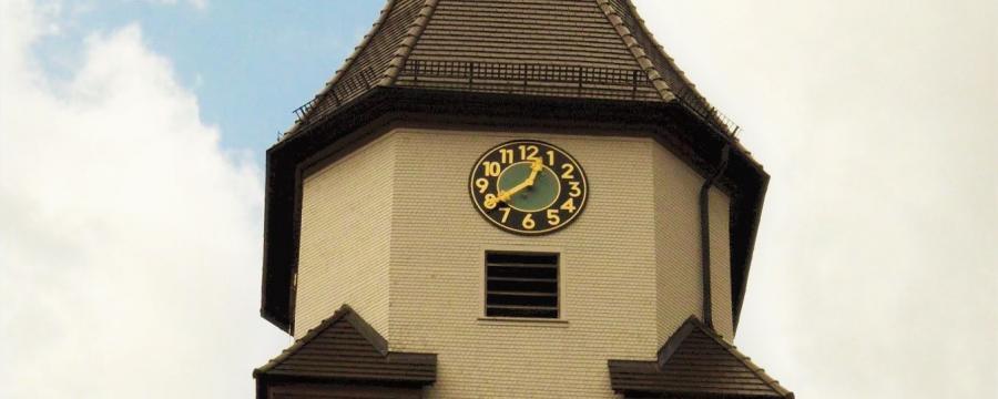 Die Kirche von Grömbach - der Ort will künftig keinen hauptamtlichen Bürgermeister mehr bezahlen und setzt aufs Ehrenamt