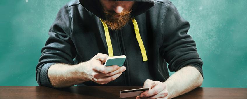 Er soll absolut fälschungssicher werden - der Personalausweis kommt ab Dezember aufs Smartphone
