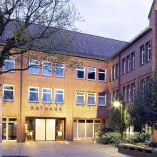 Deutschlands erstes Drive-In-Impfzentrum steht in Bremervörde - hier das Rathaus der Stadt