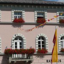 Im kleinen Ort Zwiesel in Niederbayern gibt es Streit, ob der Bürgermeister dienstunfähig ist...wir erläutern die Rechtslage