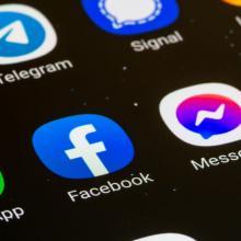 Ein Facebook-Verbot für Kommunen rückt näher - wer gewinnt im Streit zwischen dem Datenschutzbeauftragten und der Bundesregierung?