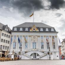 Bürgermeister verdienen in Deutschland extrem unterschiedlich, die Pensionsansprüche sind ebenfalls sehr unterschiedlich geregelt - im Bild: Das Rathaus von Bonn