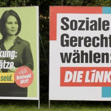 Plakate für die Briefwahl aufgehängt