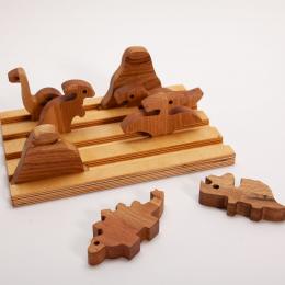 Set 6 Dinozauri si 2 Vulcani din lemn masiv de stejar Oak Toys