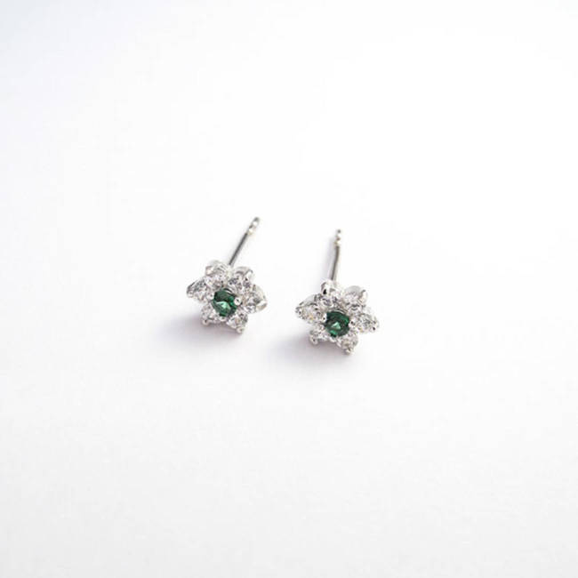 Star stud earrings solid gold green