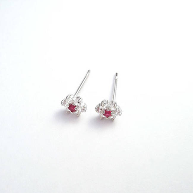 Star stud earrings solid gold red