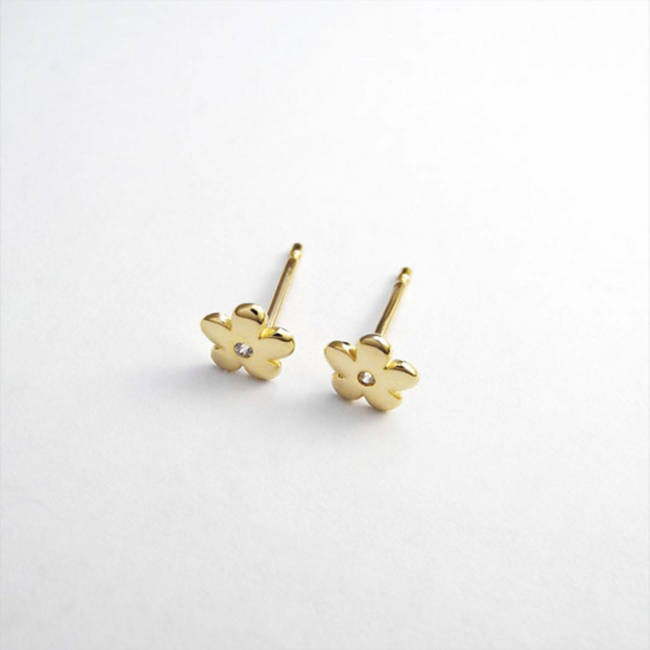 flower stud earrings yellow solid gold
