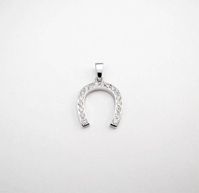 obesek podkvica 18 diamantov