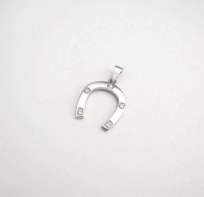 horseshoe pendant white gold and diamonds
