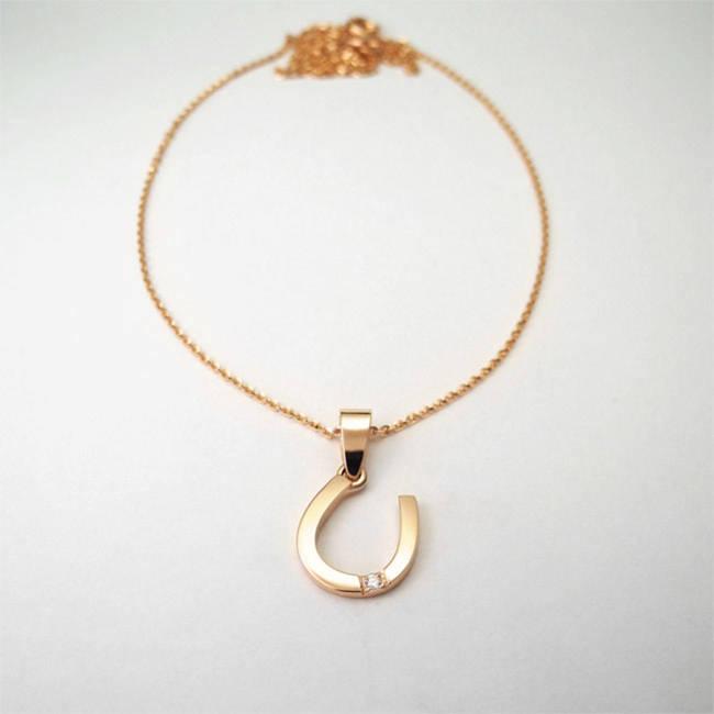 obesek podkvica sreca rdeče zlato diamanti verižica