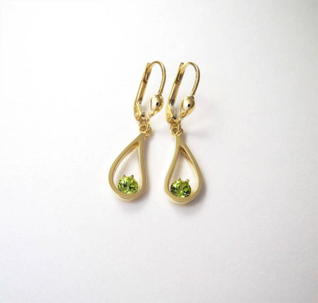 gold earrings with peridot stone