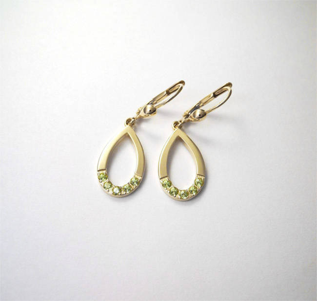 gold earrings peridot stone yellow gold